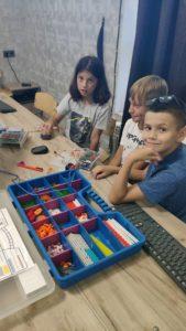Дети в клубе Роботрек